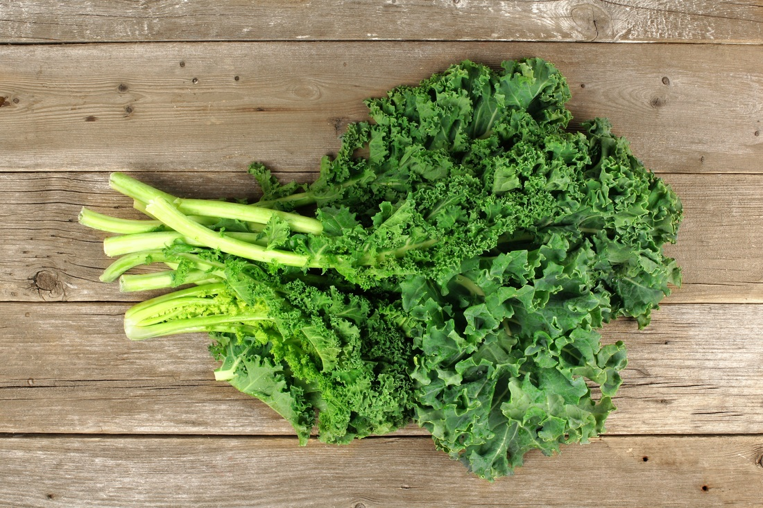 A dietitian explains the differences between kale and spinach